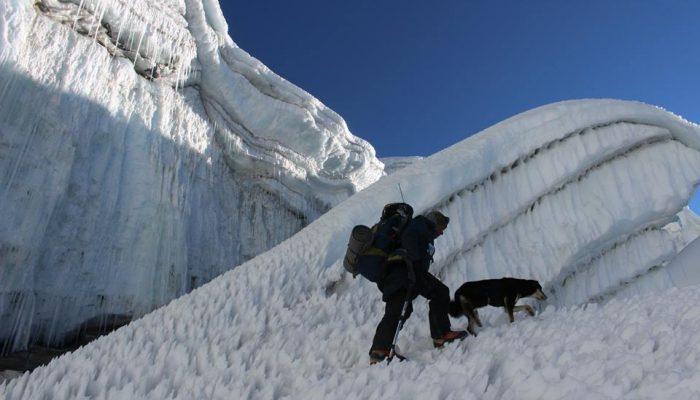 कुकुरले चढ्यो वरुण हिमाल (फोटो फिचर)