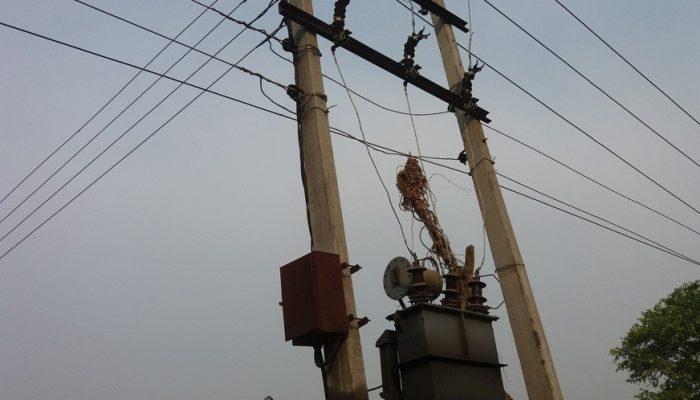 बाढीका कारण विद्युत सेवा अवरुद्ध