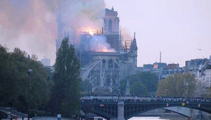 फ्रान्सको एक ऐतिहासिक चर्चमा आगलागी
